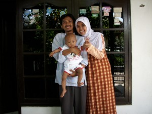 me, my wife and my son waktu Idul Fitri 1430 H / September 2009 di Jakarta